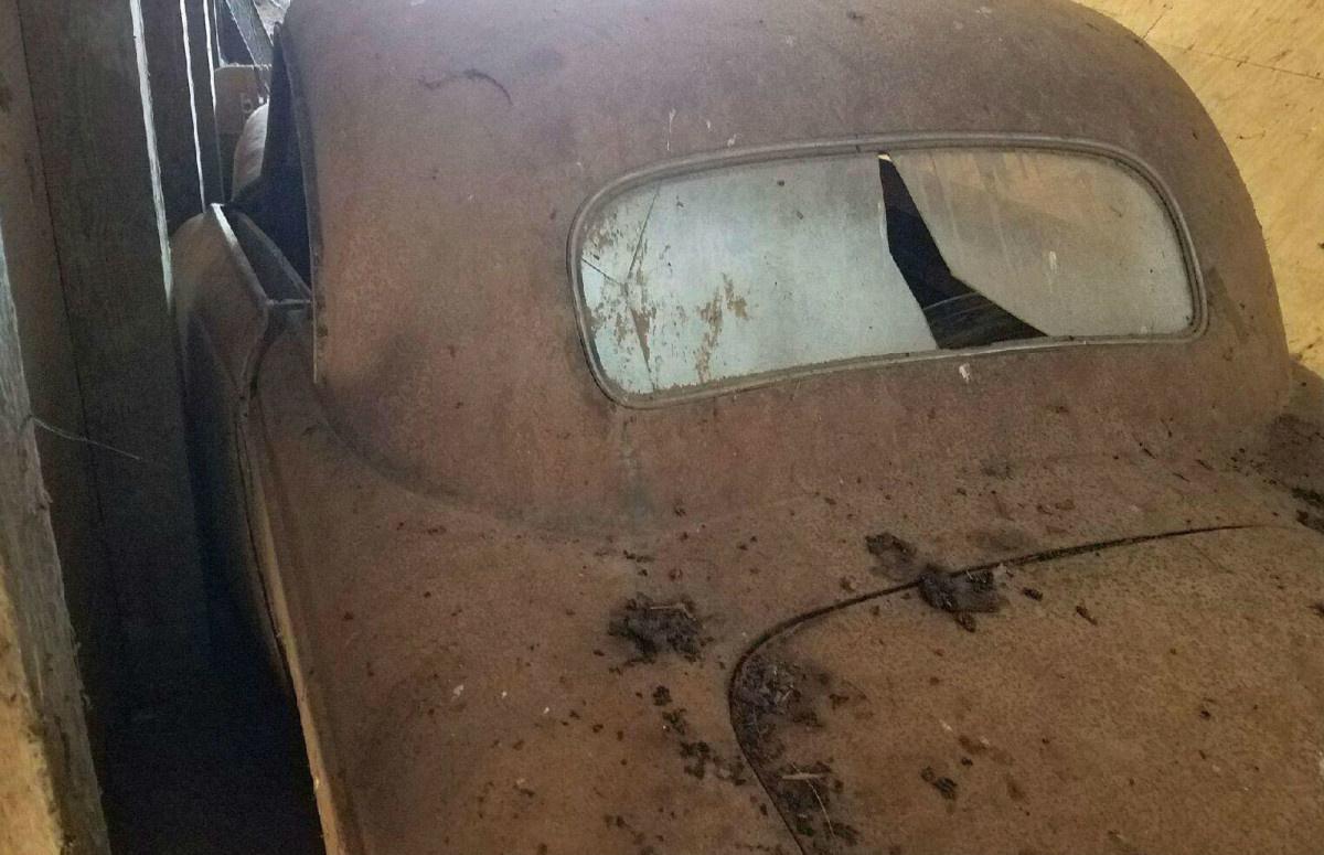 В заброшенном сарае нашли «древнейший» BMW 2