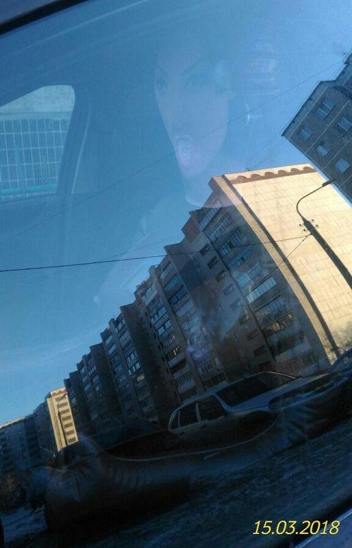 Фото дня: водитель оставляет за рулем автомобиля надувную «охранницу» 1