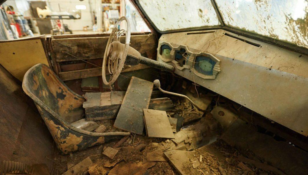 В заброшенном сарае нашли «древнейший» BMW 3