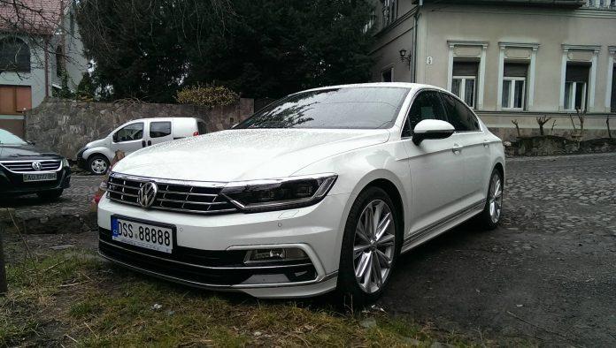 Нерастаможенный автомобиль с самым «мажорным» номером замечен в Украине 1