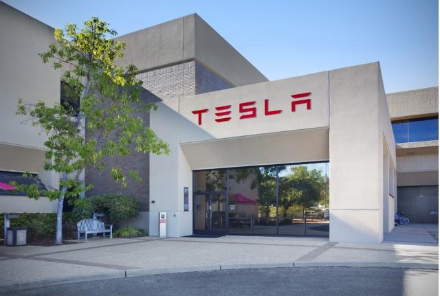 Из компании Tesla уволился третий вице-президент за месяц 1