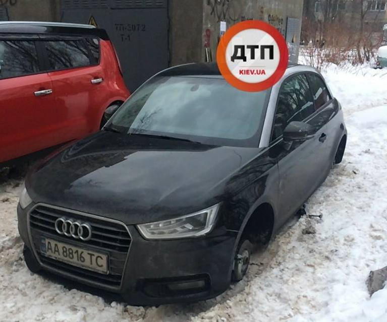 Вандалы «поиздевались» над новой Audi в столичном дворе 1