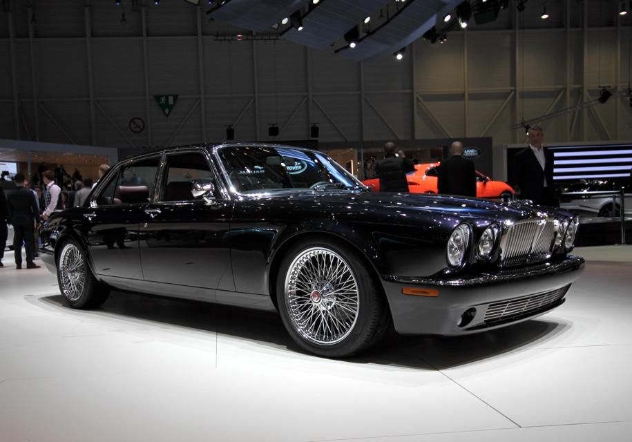 Для барабанщика известной рок-группы построили особый Jaguar 2