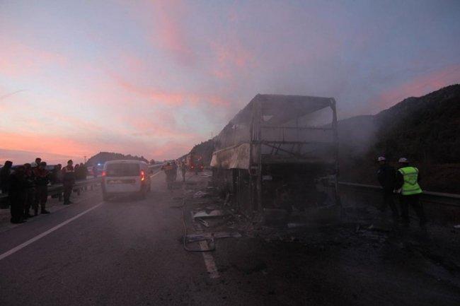 В Турции сгорел автобус с пассажирами: множество погибших и раненных 2