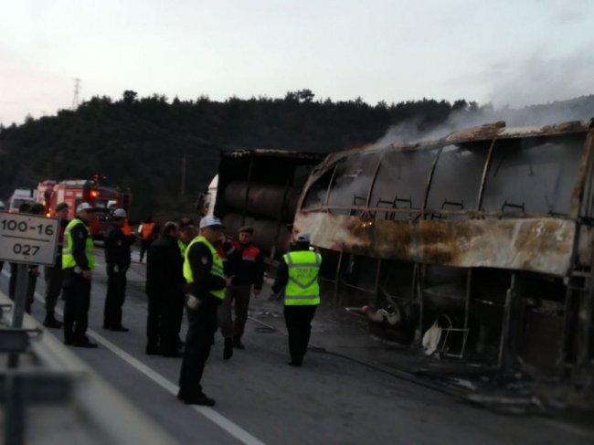 В Турции сгорел автобус с пассажирами: множество погибших и раненных 1