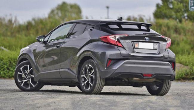 Новый кроссовер Toyota IZOA выходит на автомобильный рынок 2