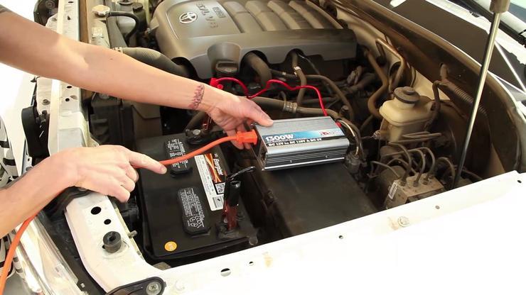 Нужна ли в автомобиле розетка на 220 вольт 1