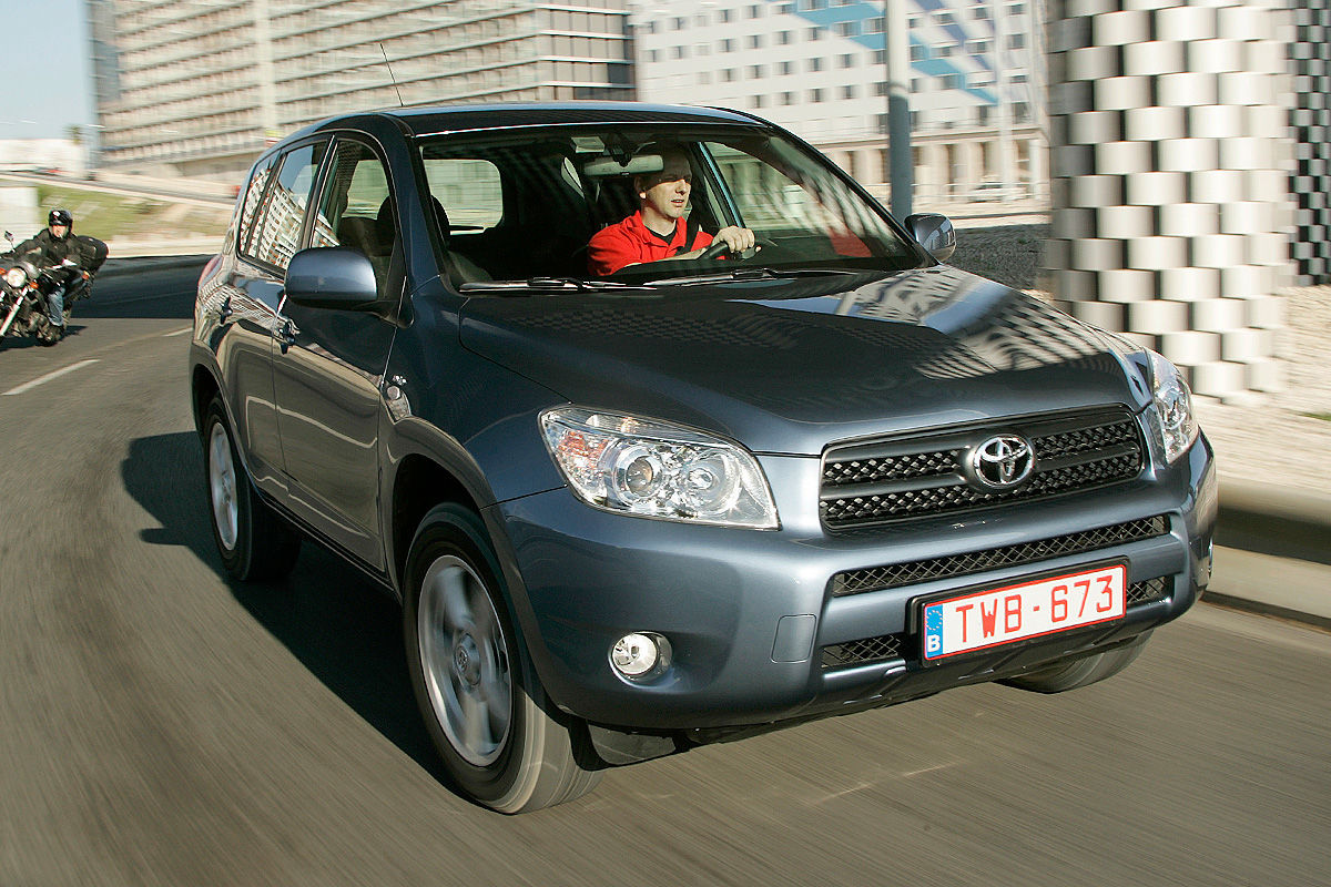 «Надежностью и не пахнет»: тест-драйв Toyota RAV4 1