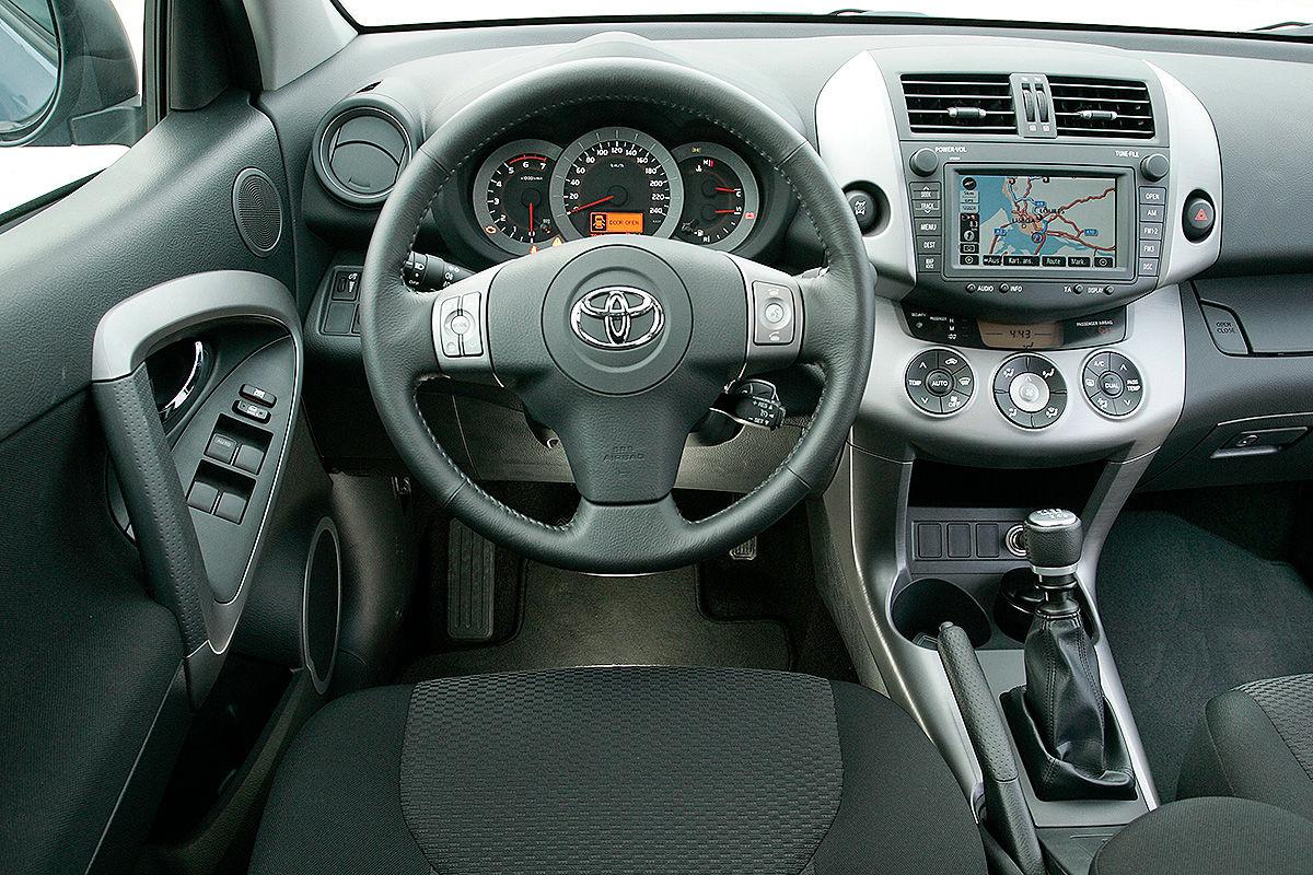 «Надежностью и не пахнет»: тест-драйв Toyota RAV4 3