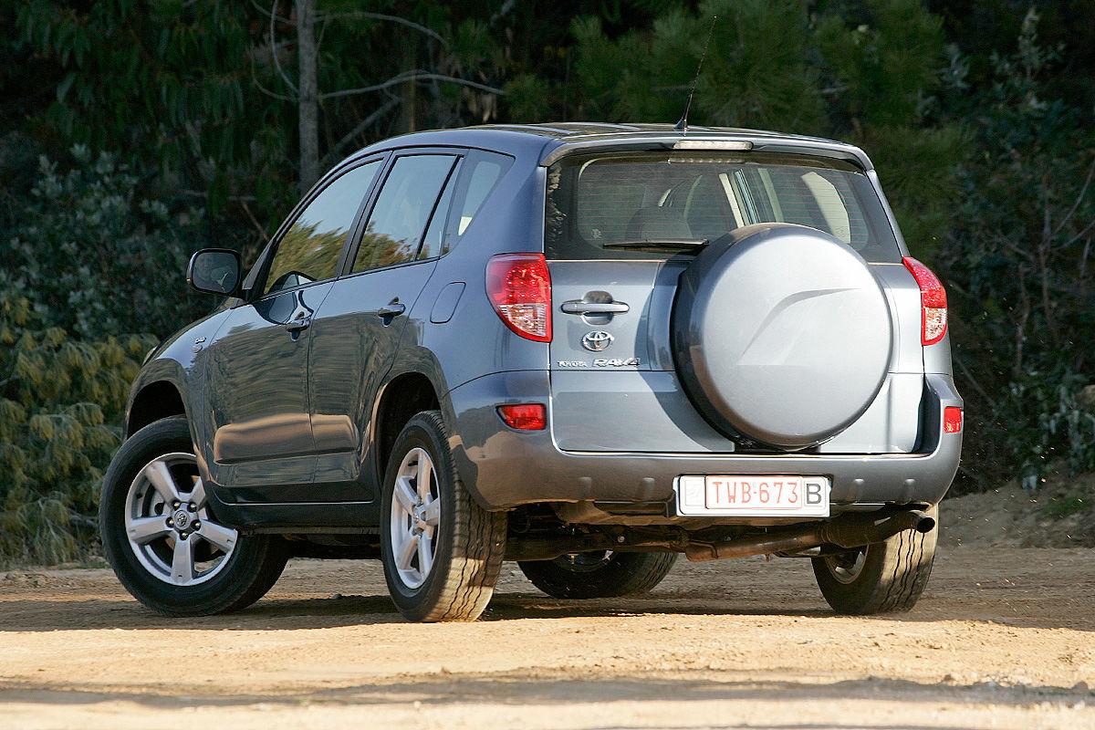 «Надежностью и не пахнет»: тест-драйв Toyota RAV4 2