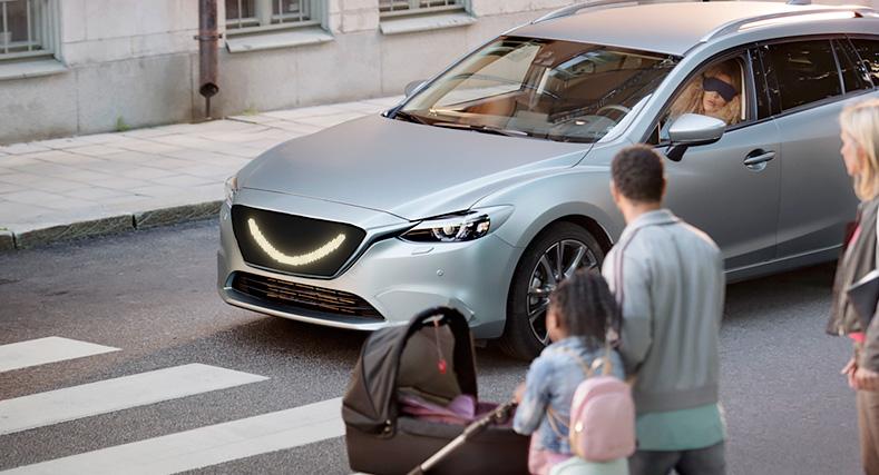 Пешеходы «нападают» на беспилотные автомобили 1