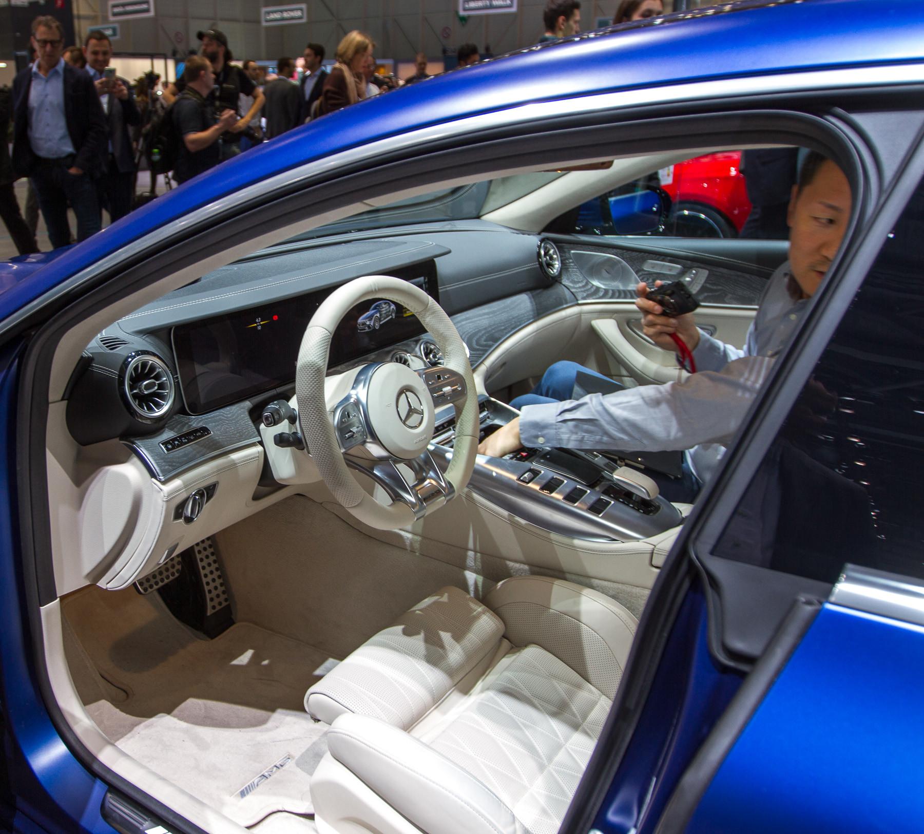 Mercedes-AMG представил пятидверный хэтчбек 3