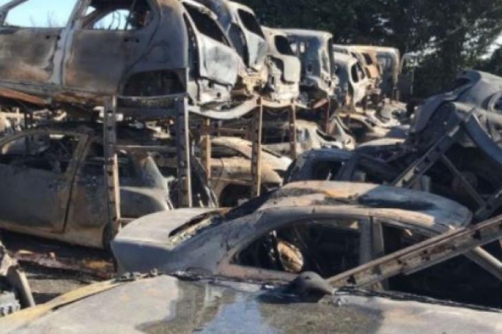 13-летняя девочка сожгла 120 автомобилей 1