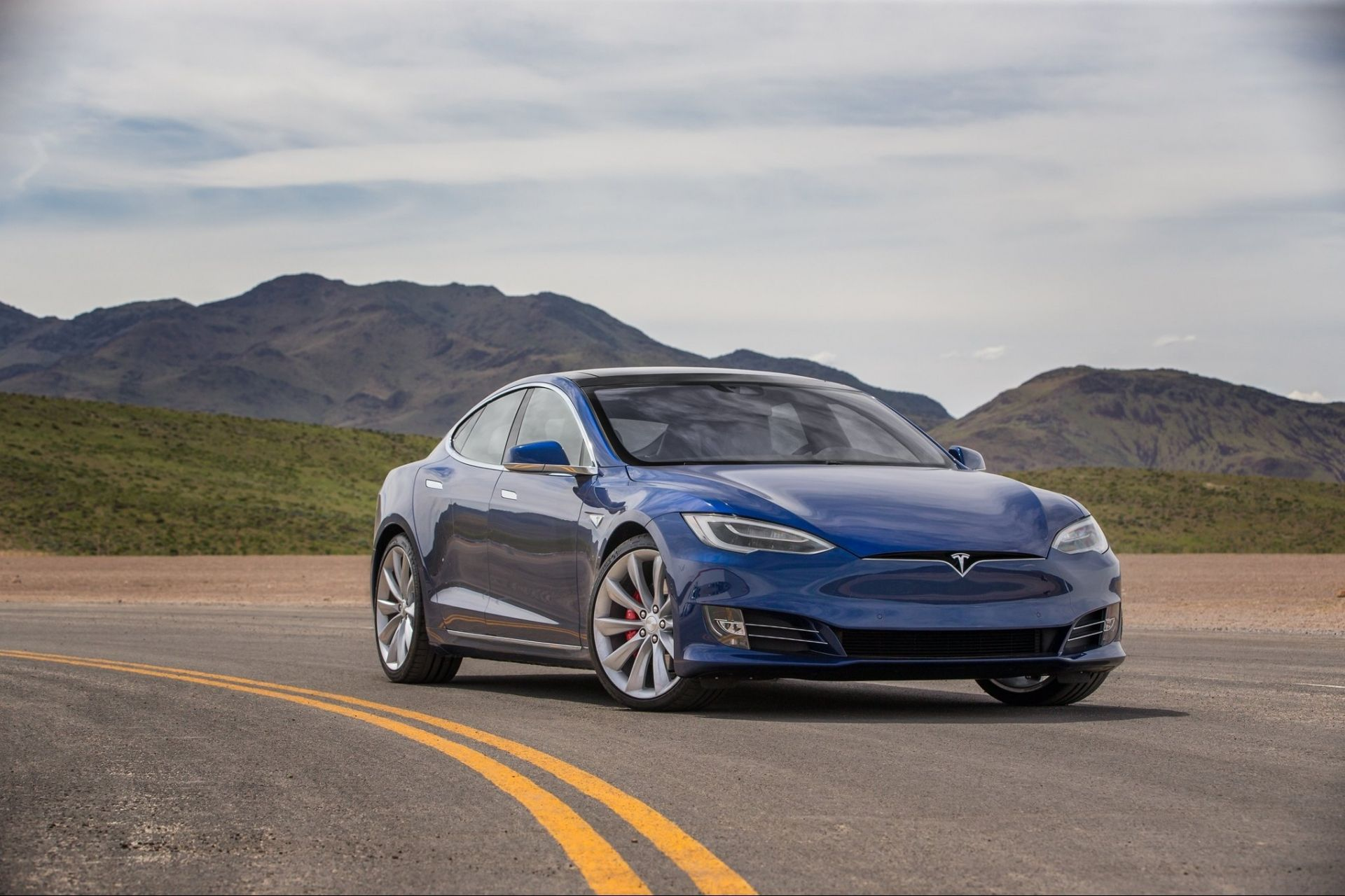 Tesla превзошла Mercedes и BMW 1