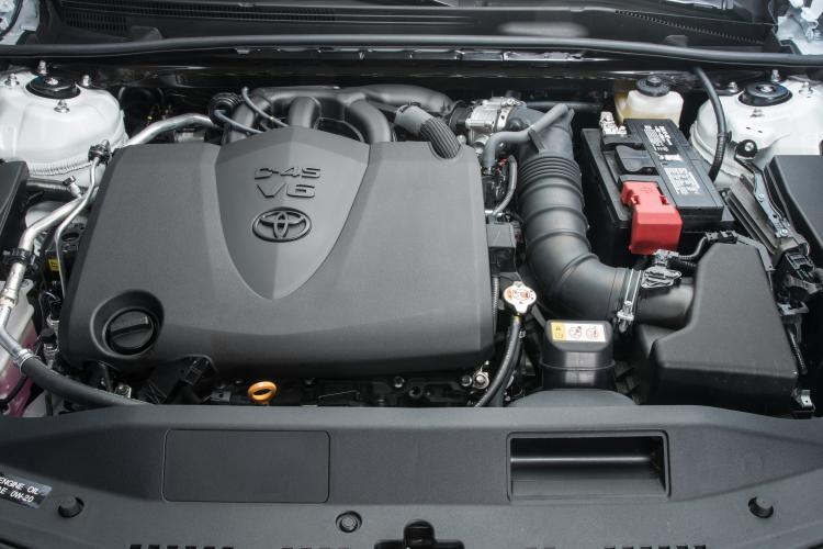 У новой Toyota Camry обнаружили риск утечки топлива 3