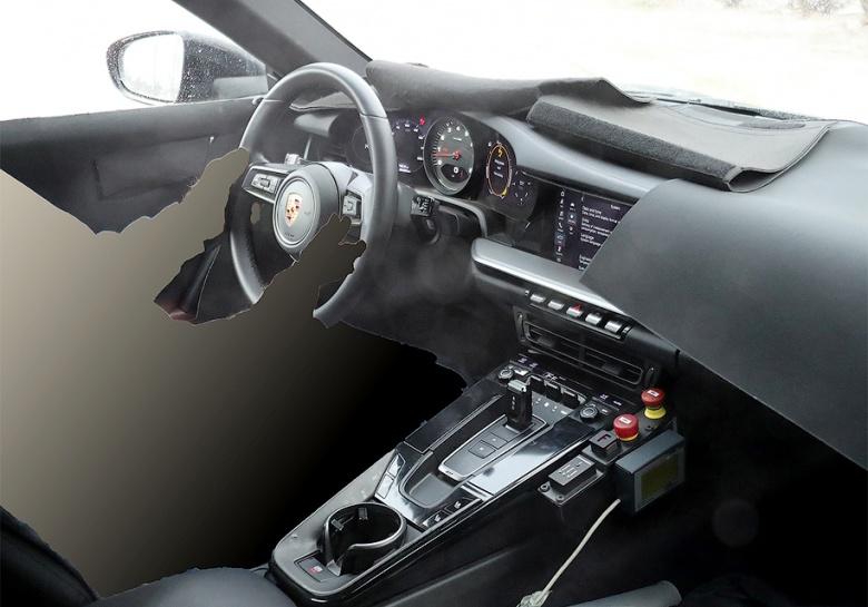 Нетерпеливая девушка рассекретила новый Porsche 911 2