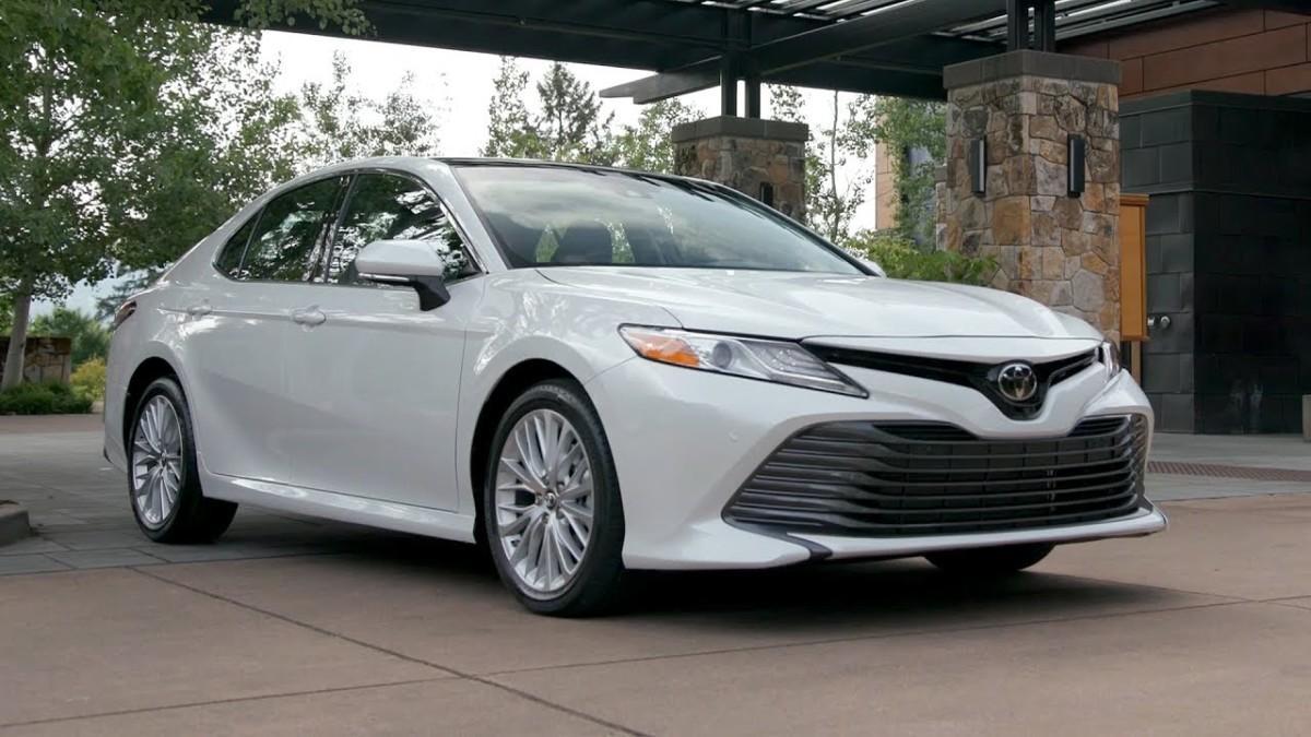 У новой Toyota Camry обнаружили риск утечки топлива 1