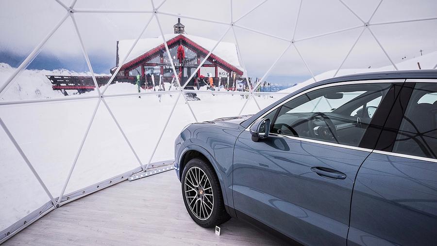 Компания Porsche открыла самый высокогорный автосалон 1