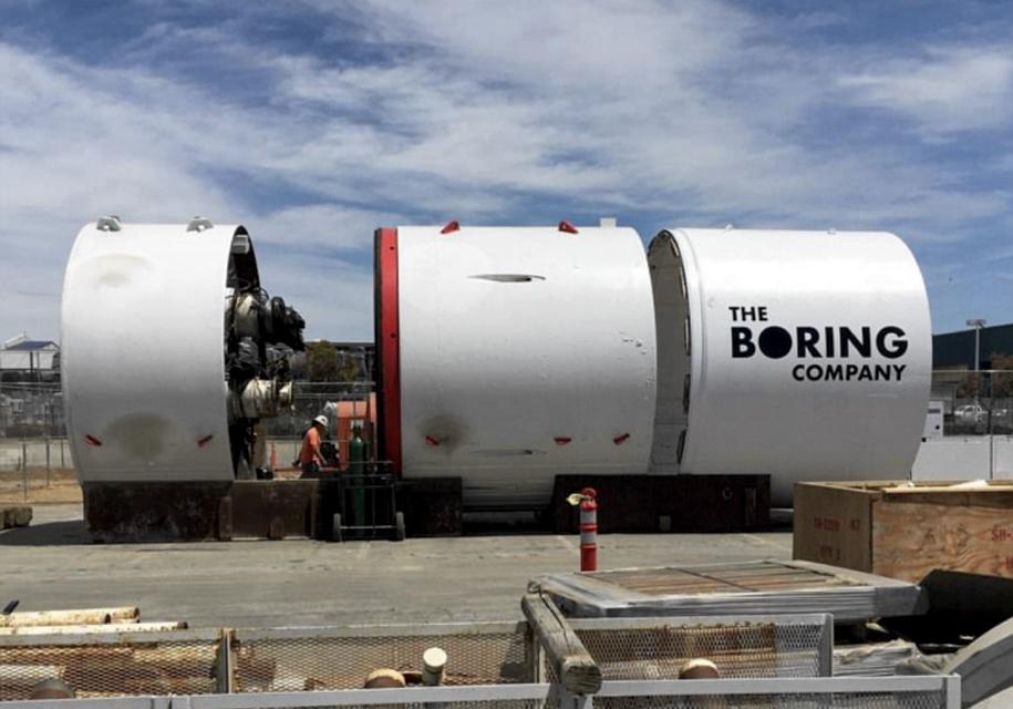 Tesla задумала прорыть тоннель между двумя фабриками 1