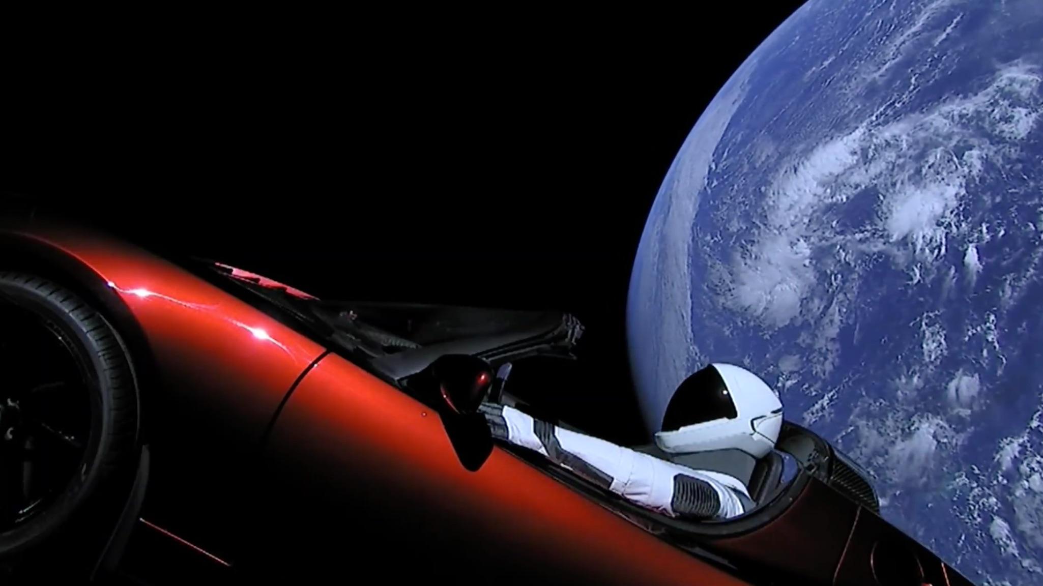 Tesla Roadster официально признан космическим спутником 2