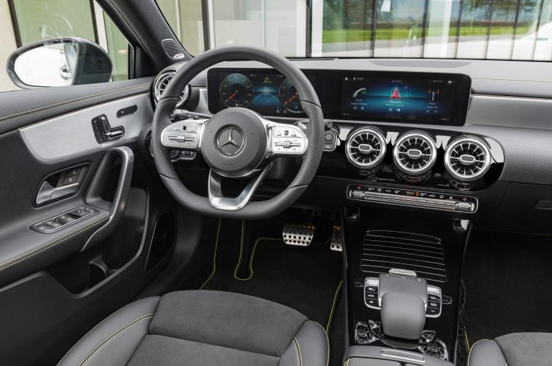 Новый Mercedes-Benz A-Class дебютировал официально 3