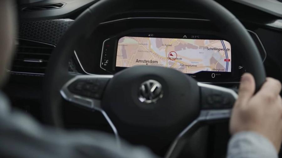 Volkswagen показал интерьер T-Cross на видео 1