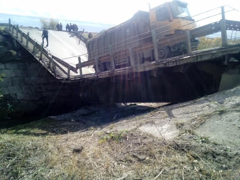В России обрушился второй за день автомобильный мост 1