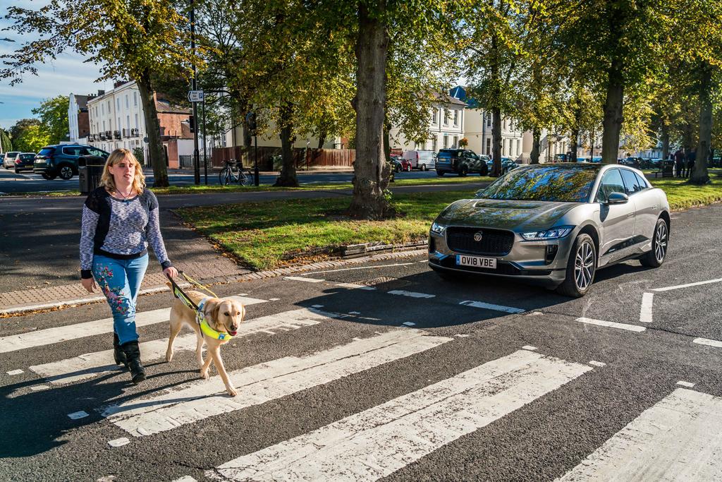 Для авто придумали систему оповещения слабовидящих пешеходов 1
