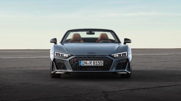 Audi представила обновленное купе и родстер R8 2