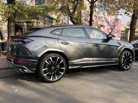 В Украине заметили новейший Lamborghini Urus 1