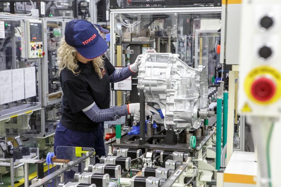 Завод Toyota в Польше освоил производство гибридных трансмиссий 1