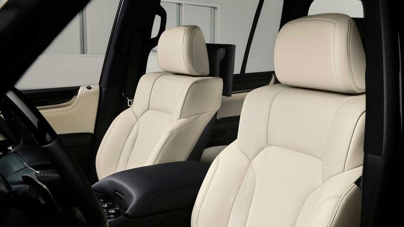 Внедорожнику Lexus LX добавили «очень черную» версию Inspiration Series 3