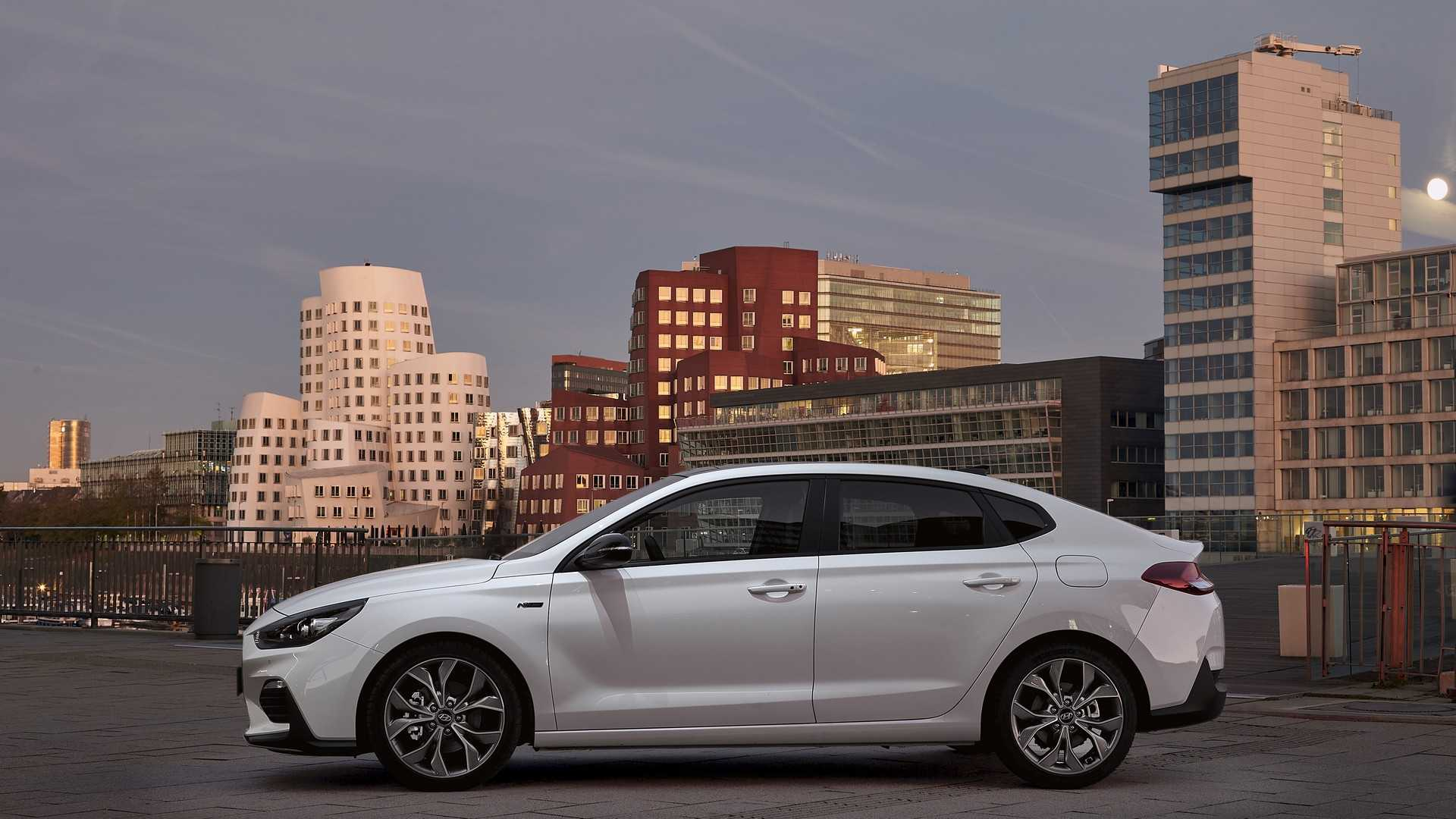 Hyundai представил i30 Fastback N Line 2