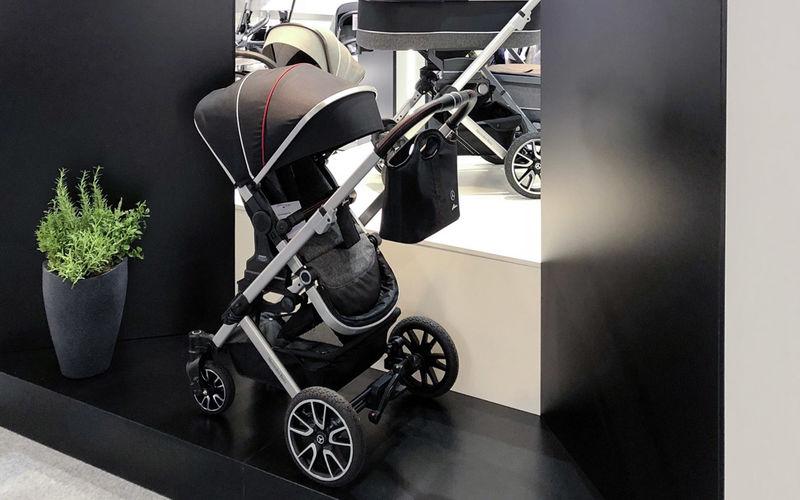 В Mercedes-Benz сделали коляску для младенцев 1