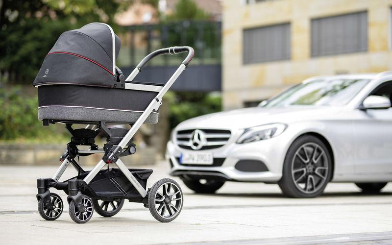 В Mercedes-Benz сделали коляску для младенцев 2