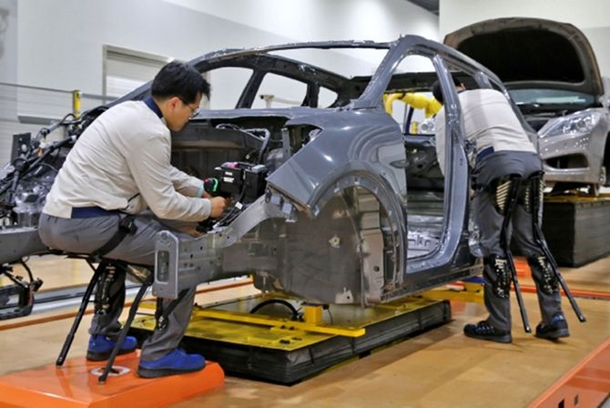 Hyundai берет на работу экзоскелеты 1