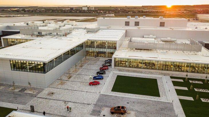 Jaguar-Land Rover открывает завод в Словакии 1