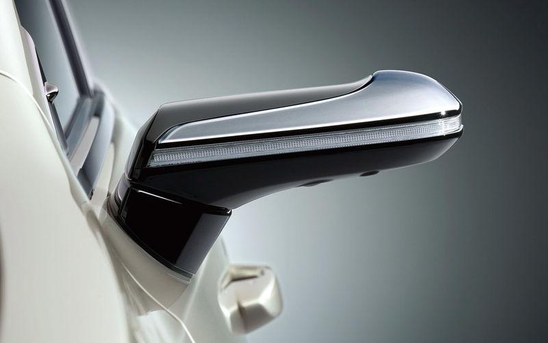 Lexus начал продажи седана с камерами вместо зеркал 1