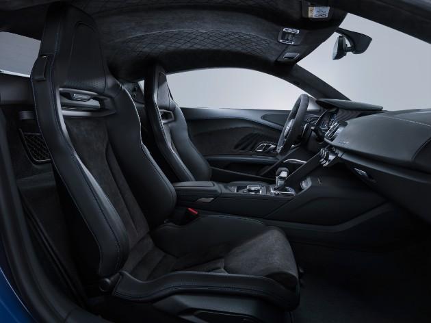 Audi представила обновленное купе и родстер R8 4