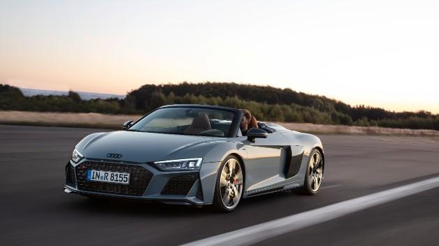 Audi представила обновленное купе и родстер R8 1