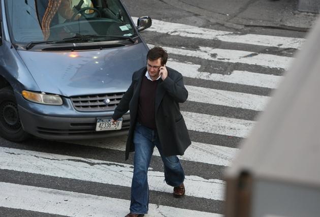 В Украине предлагают штрафовать пешеходов за разговоры по телефону 1