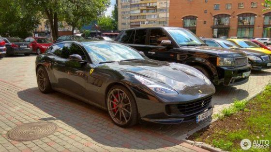 В Украине появился редкий суперкар Ferrari 3