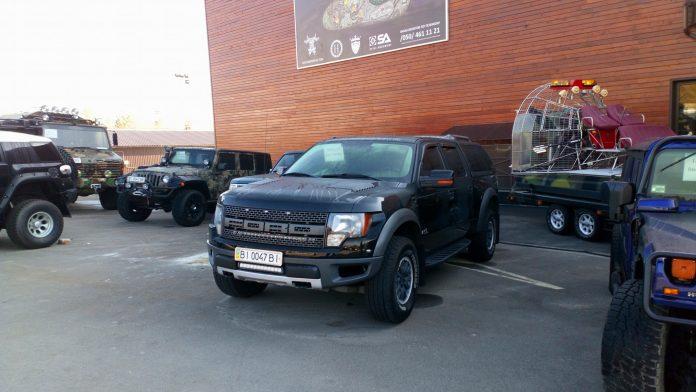 Украинский фермер представил невероятную коллекцию автомобилей 1