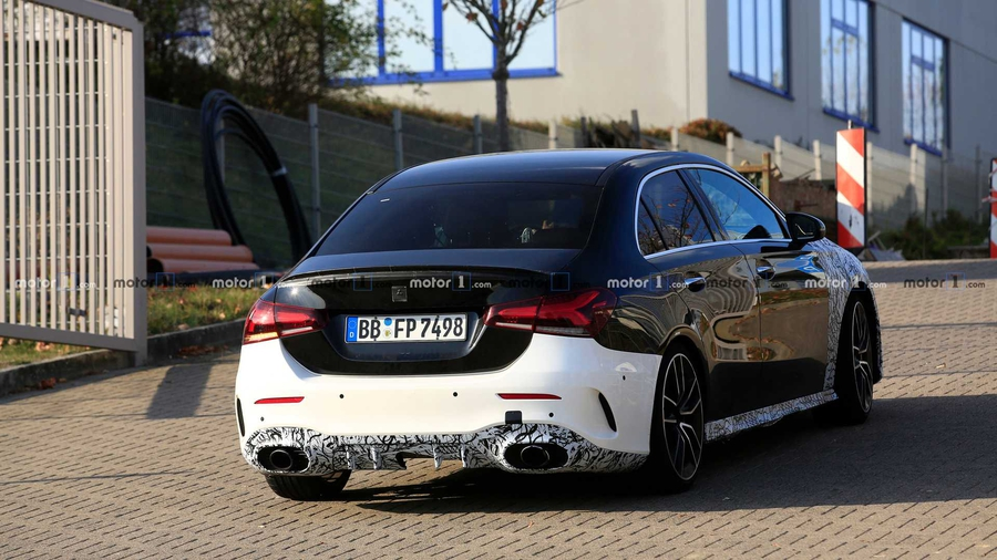 Седан Mercedes-AMG A35 вывели на тесты 2