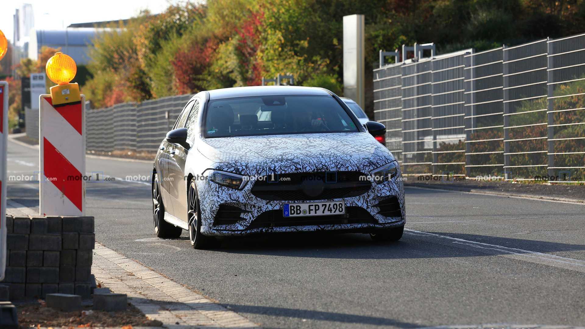 Седан Mercedes-AMG A35 вывели на тесты 1