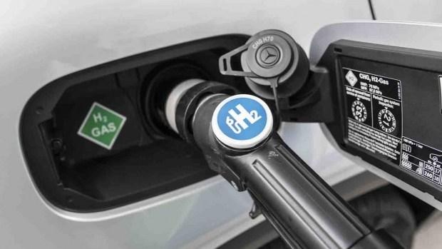 Mercedes-Benz раскрыл детали гибридного водородного кроссовера GLC 1