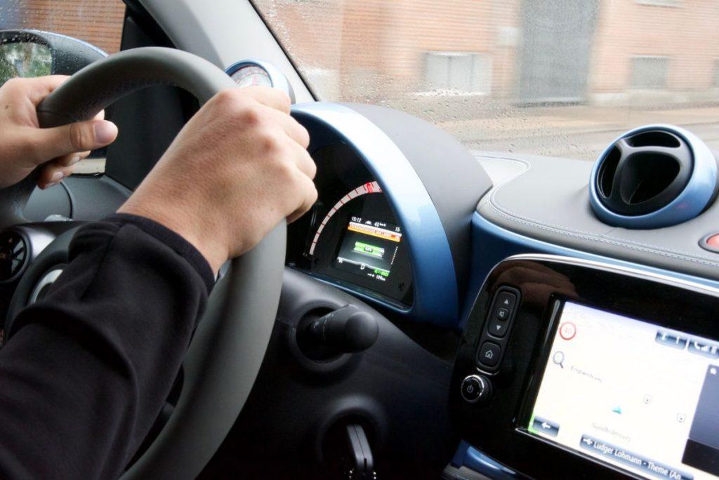 Электромобиль Smart ForTwo EQ протестировали в суровых условиях 2
