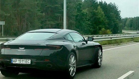 В Запорожье «засветился» новейший британский суперкар Aston Martin DB11 1