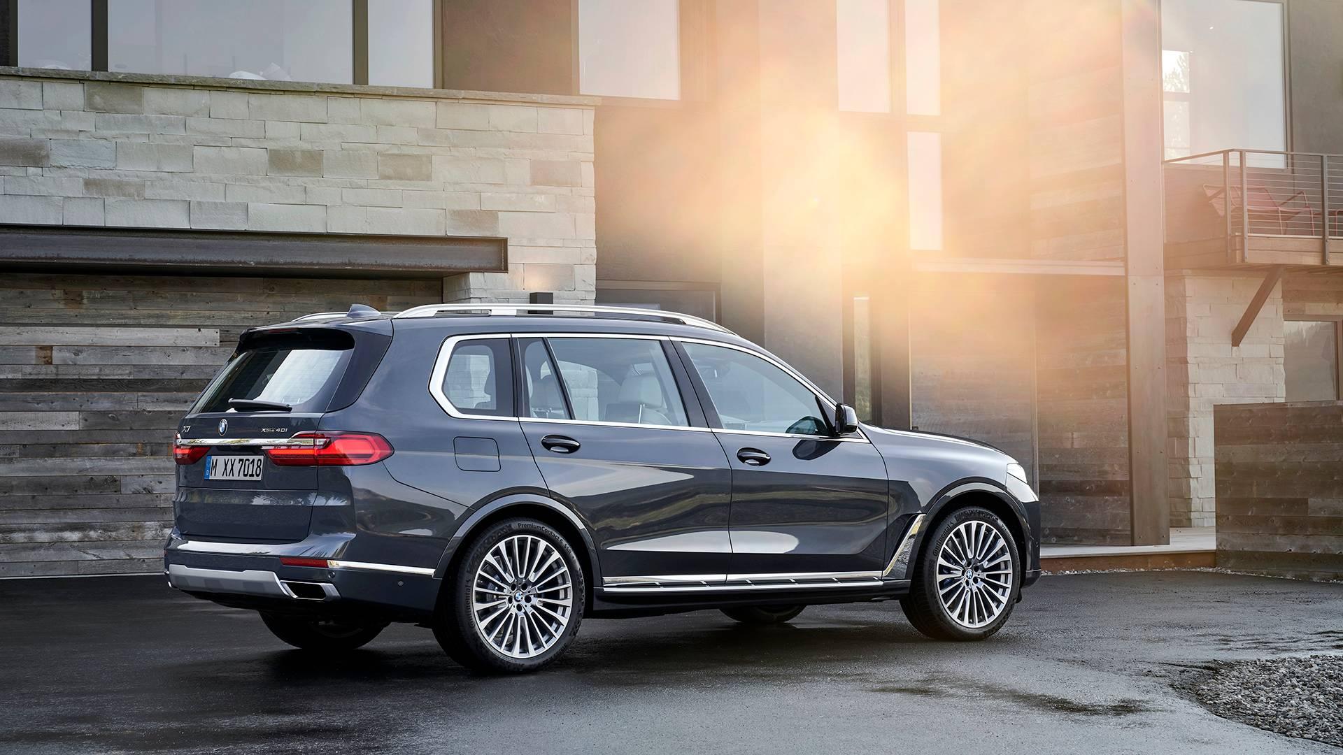 BMW официально представила 7-местный кроссовер X7 2