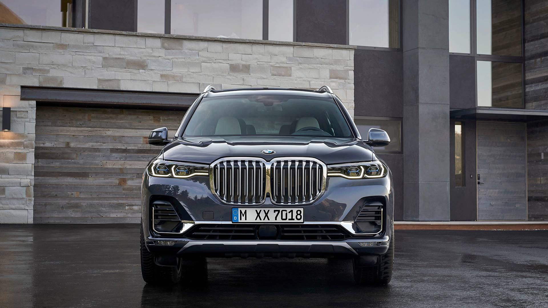 BMW официально представила 7-местный кроссовер X7 1